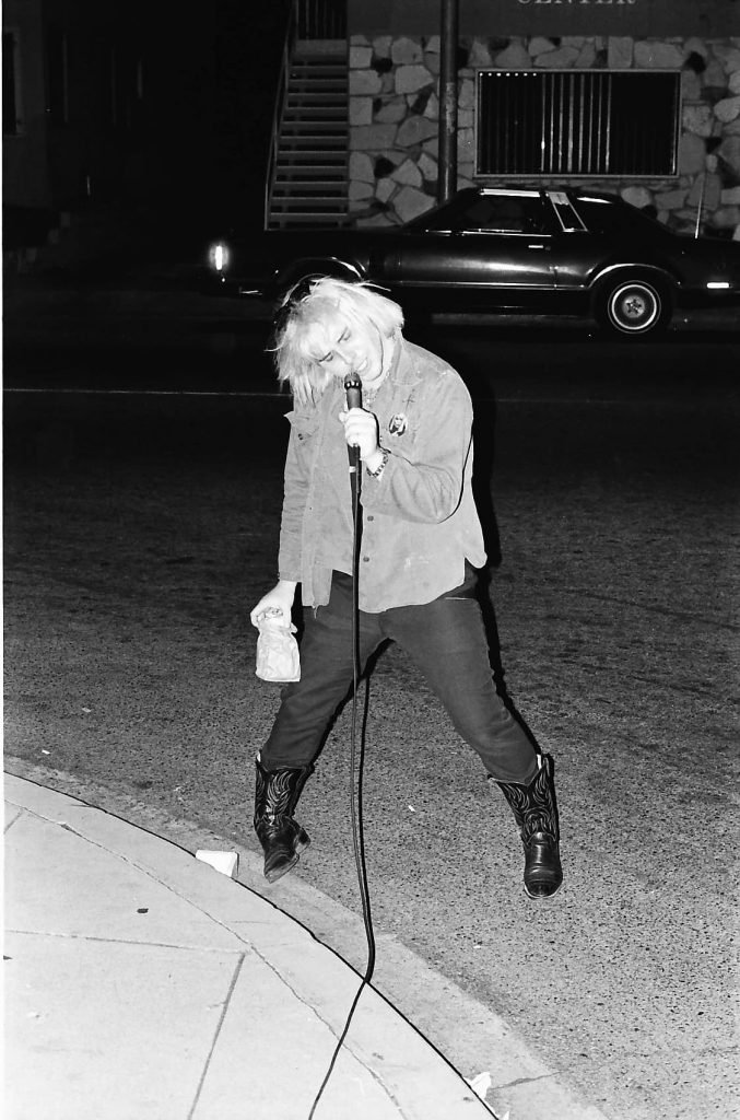 Jeffrey Lee Pierce singing in the road